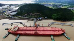China compra mais petróleo do Irã e reduz apetite por barris do Brasil e Angola