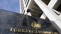 BC da Turquia mantém juros em 19% e retira promessa de aperto