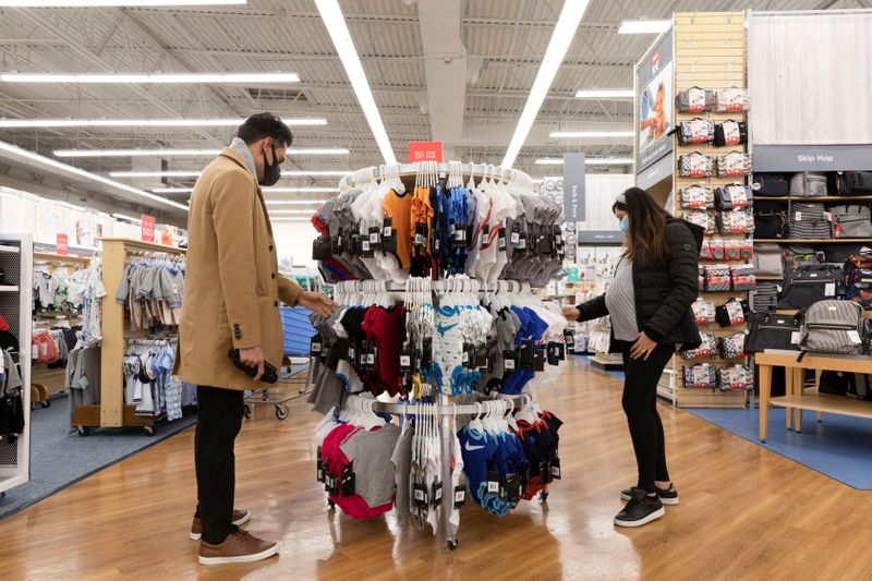 Confiança do consumidor dos EUA sobe para máxima de 1 ano no início de abril