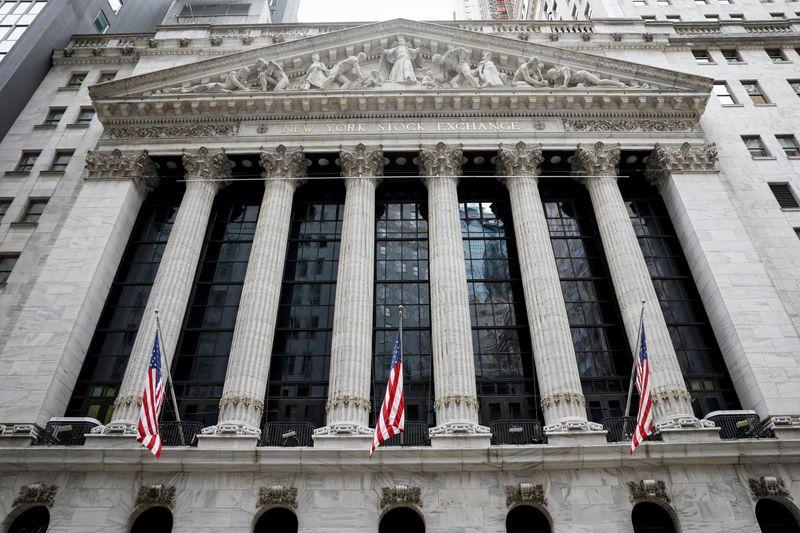 S&P 500 e Dow recuam de máximas recordes com balanços no radar