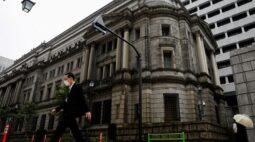 BC do Japão deve reduzir previsão de inflação para o ano fiscal, dizem fontes