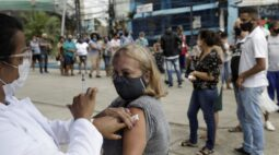 Fitch diz que alta de casos de Covid-19 e lenta vacinação no Brasil aumentam incerteza sobre economia
