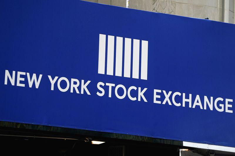 Wall Street sobe com impulso de Tesla antes de balanços de gigantes da tecnologia