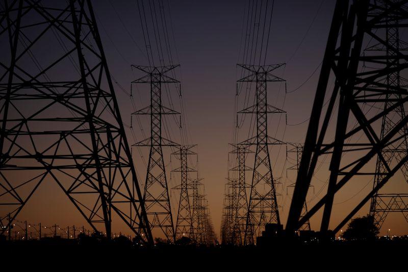 Governo prepara proposta inicial para abertura do mercado de energia
