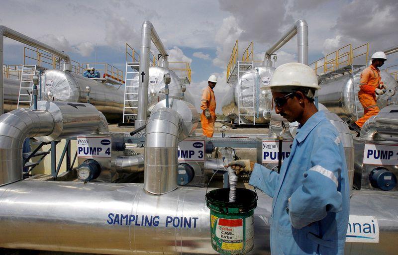 Preços do petróleo caem com disparada da Covid-19 na Índia