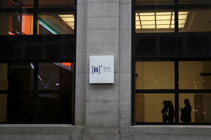Ibovespa fecha em baixa com investidor à espera do Fed