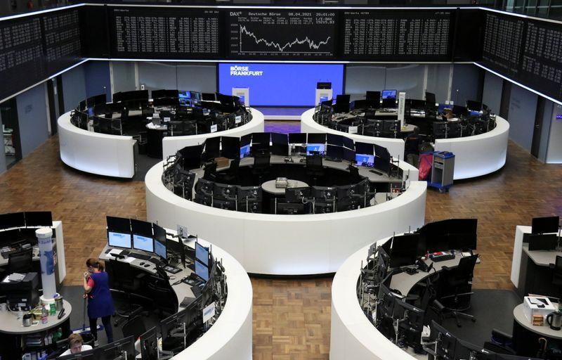 Ações europeias fecham estáveis com otimismo sobre balanços compensando cautela antes do Fed