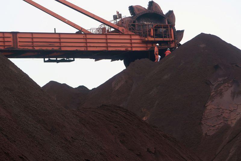 Minério de ferro recua de máximas na China por temores sobre controle de preços