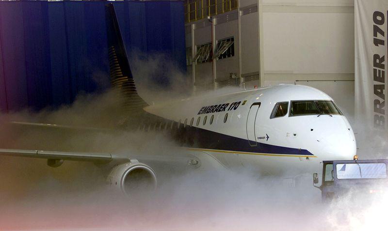Embraer tem prejuízo de US milhões no 1º tri, obtém pedido para 30 jatos