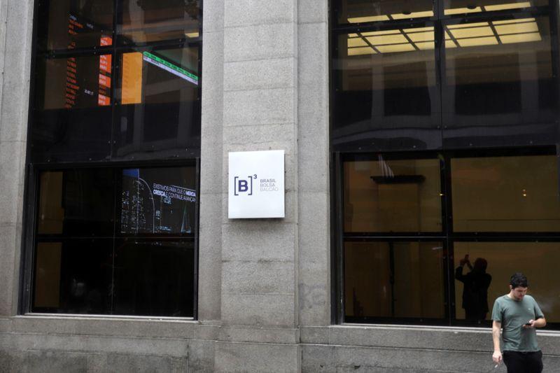 Realização de lucros sobre bancos e Petrobras faz Ibovespa cair