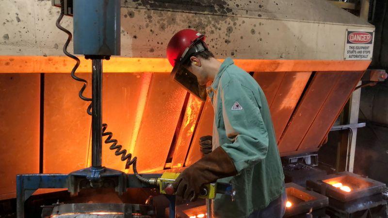Setor manufatureiro dos EUA desacelera em abril em meio a desafios de oferta