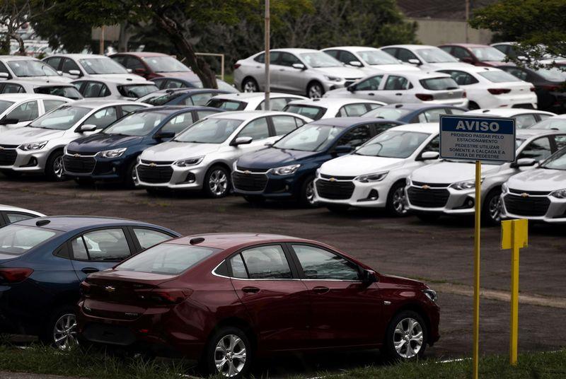 Venda de veículos novos cai em abril ante março, estoques estão pela metade, diz Fenabrave