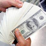 Dólar emenda 6 semanas de queda e vai à mínima desde janeiro com exterior e BC