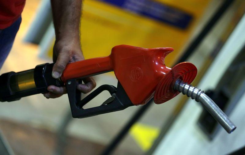 Bolsonaro diz que apresentou projeto para fixar valor do ICMS sobre combustíveis