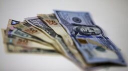 Dólar fecha semana em alta após seis quedas; inflação nos EUA mantém-se no foco