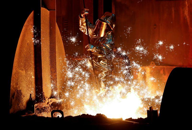 Produção de aço bruto no Brasil dispara em abril