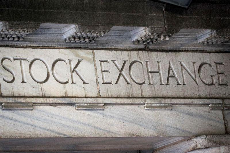 BOLSA EUA-Wall Street cai após alta em pedidos de auxílio-desemprego