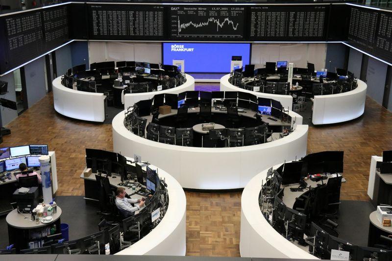 """BOLSA EUROPA-BCE """"dovish"""" e balanços otimistas sustentam ações da zona do euro"""
