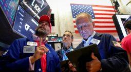 BOLSA EUA-Wall St sobe com fortes balanços, mas fabricantes de chips caem após perspectiva da Intel