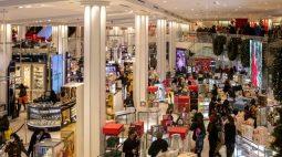 Gastos do consumidor dos EUA aumentam com força em junho; preços sobem