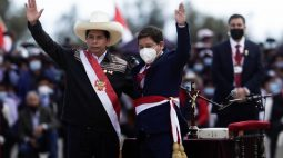 """Novo premiê marxista do Peru diz """"não se preocupem"""", após chances de mudanças radicais de política crescerem"""