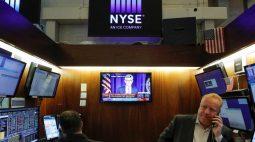 BOLSA EUA-Wall Street recua com Amazon; S&P 500 engata 6º mês de ganhos