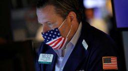 BOLSA EUA-S&P fecha em máxima recorde com suporte de Apple e ações de saúde