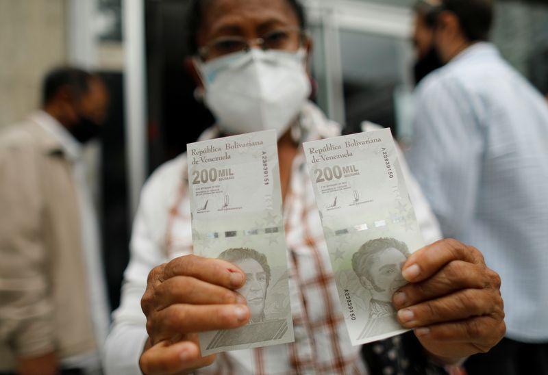 Venezuela anuncia reconversão monetária que remove seis zeros de sua moeda