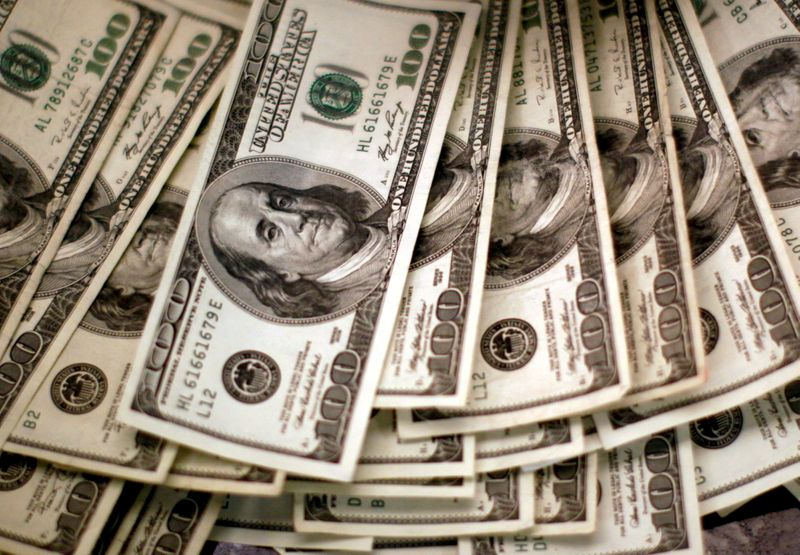 Dólar recua ante real após IBC-Br melhor do que o esperado