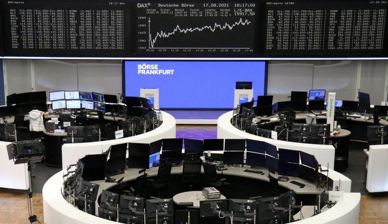 Mercados europeus caem com pressão de serviços públicos; ações de luxo recuam após dados da China