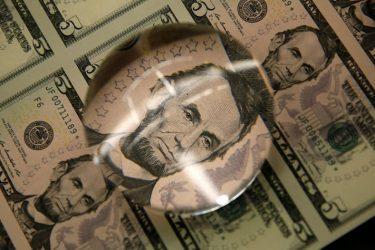 Dólar ronda estabilidade ante real com aproximação de reuniões de política monetária