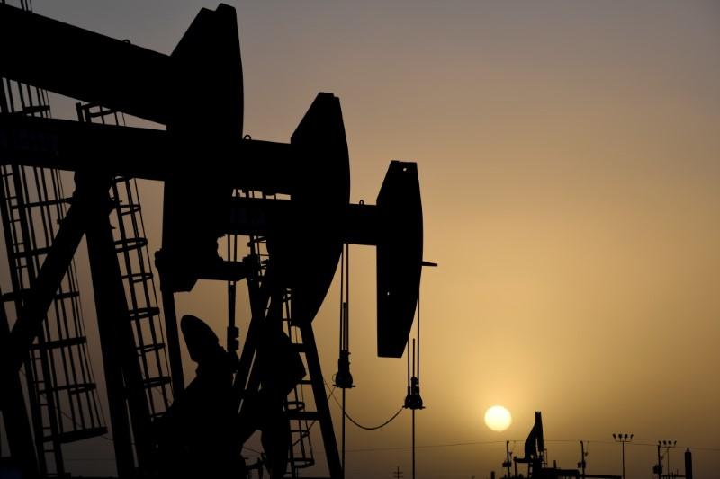 Preços do petróleo recuam com avanço do retorno de oferta dos EUA atingida por furação