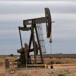 Preços do petróleo recuam 2% com aversão ao risco e fortalecimento do dólar