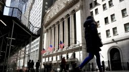 S&P 500 fecha em leve alta, mas Nike pesa