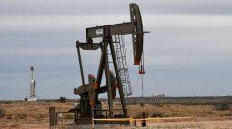 Preços do petróleo atingem máxima de quase 3 anos com oferta apertada