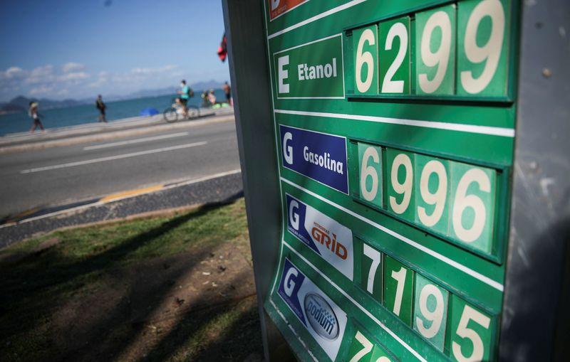 Preço da gasolina sobe pela 8ª semana nos postos, diz ANP; segue acima de R$ 6/litro