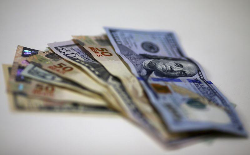 Dólar à vista fecha em queda de 0,55%, a R$5,508