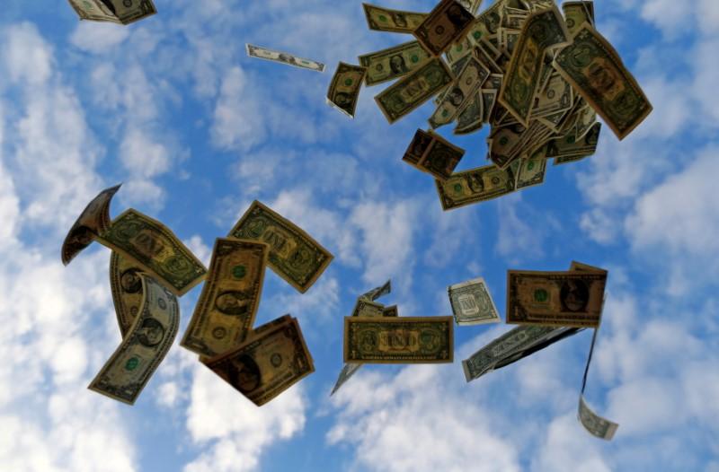 BC derruba dólar com US$1 bi em swaps, mas moeda fica acima de R$5,50