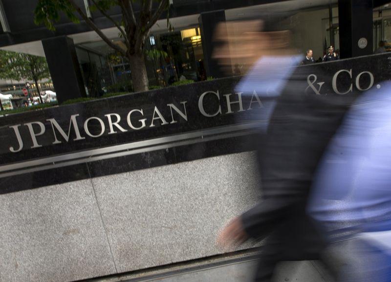 S&P 500 sobe com ações de crescimento; JP Morgan pesa