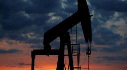 Preços do petróleo permanecem perto de máximas de diversos anos com crise da energia