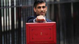 Ministro das Finanças britânico promete mais gastos à medida que Reino Unido sai da pandemia
