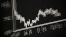Ações fecham em alta com recuperação de setor de commodities