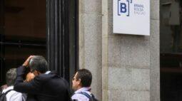 Ibovespa recua com receios sobre cenário doméstico