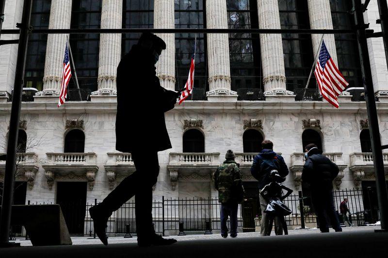 S&P 500 e Nasdaq sentem pressão de ações de tecnologia; mercado aguarda Powell