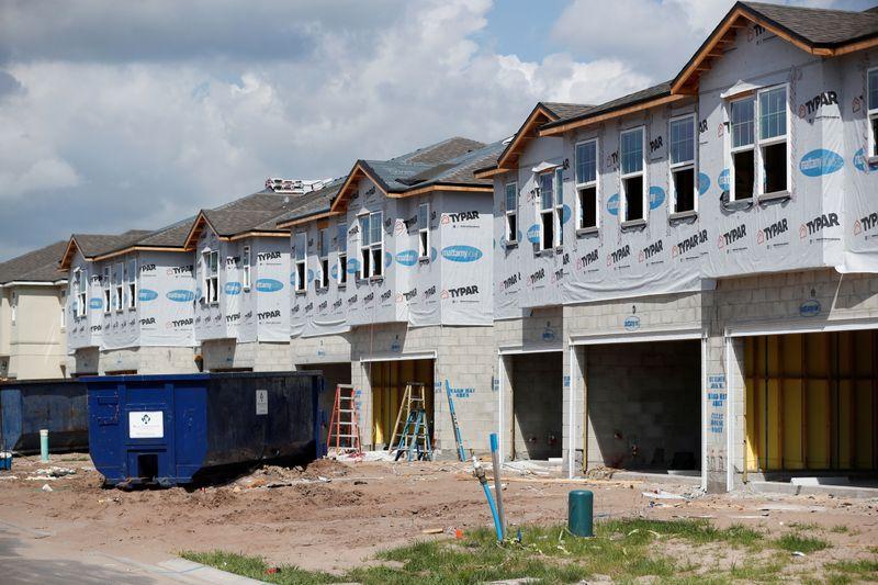 Início de construção de moradias nos EUA cai com força em abril
