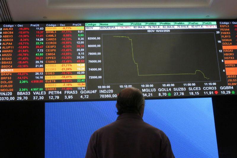 Ibovespa fecha em queda com declínio em NY e recuo de commodities