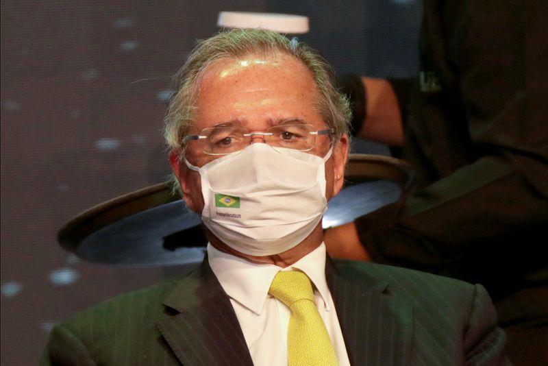 Se pandemia continuar conosco teremos que renovar camadas de proteção, diz Guedes