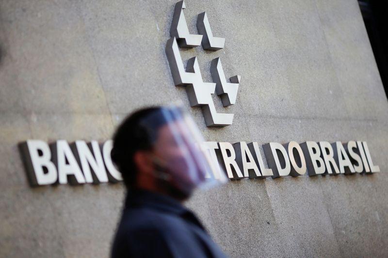 Brasil tem superávit em transações correntes de US,7 bi em abril, abaixo do esperado
