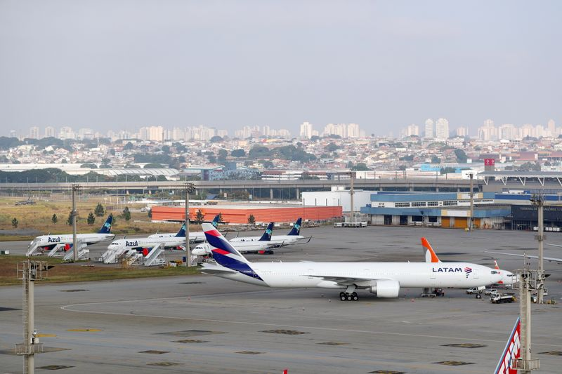Azul quer comprar operação da Latam Airlines no Brasil, diz fonte