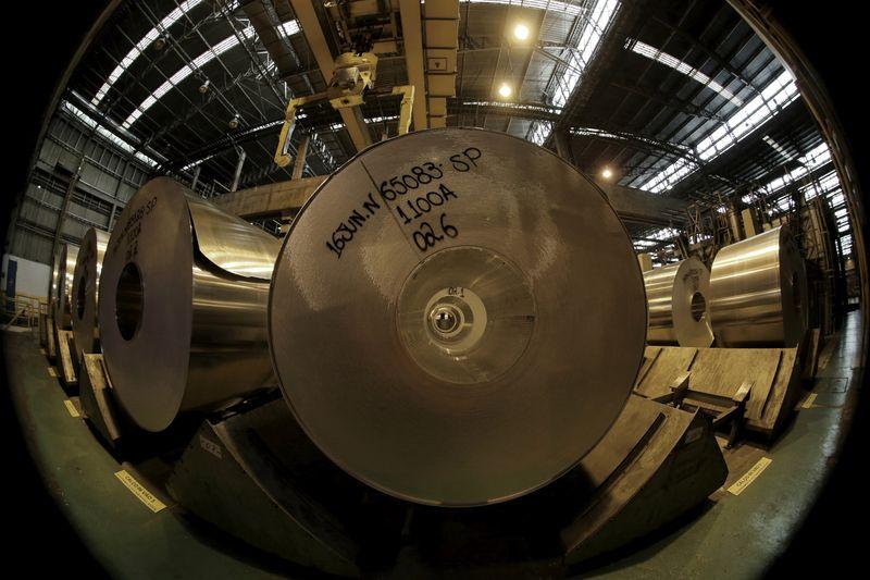 Confiança da indústria no Brasil mostra recuperação em maio com expectativas melhores, diz FGV
